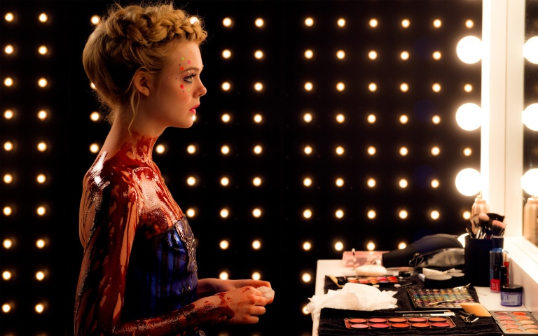 elle_fanning_the_neon_demon-wide